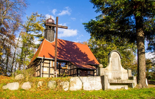 Zabytkowy kościół w Objeździe